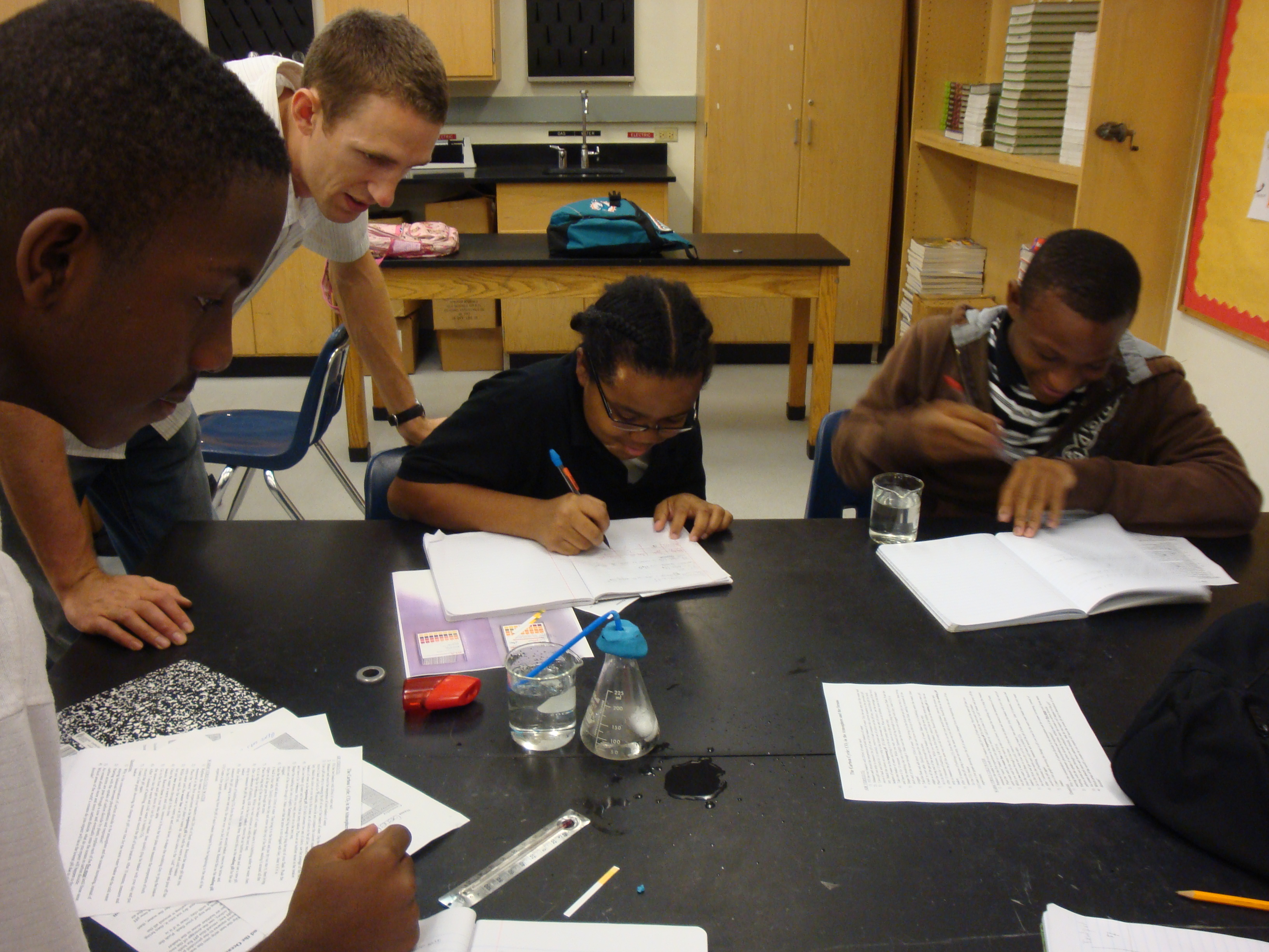 Sean Bignami conducting an ocean acidification lab activity at Carol City  Middle School as part of the Science Made Sensible program.