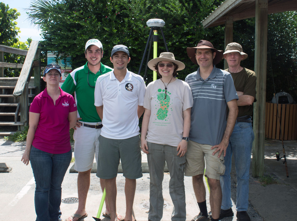 Evans works with a team of other researchers to collect data. (From left to right) Holly Abeels, George Winston, Nick Gastesi, Emily Neiderman, Jason Evans and John Fergus. Photo by Rhiannon Boyer